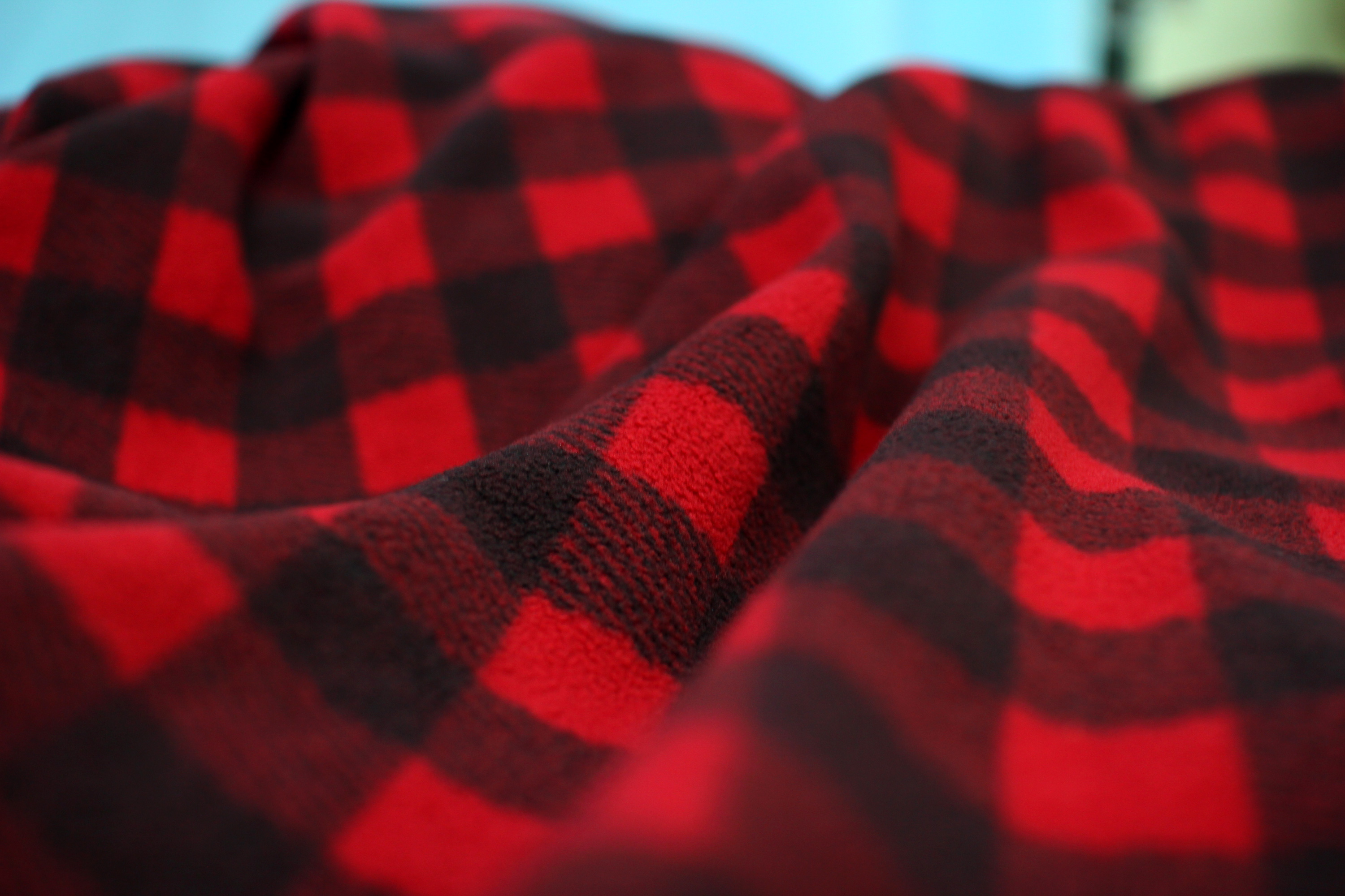 In the Cold with Style – The 7 Fleece Fabrics Most Used in Winter